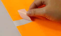 Bestellen Sie leuchtorange Etiketten für Büro und Office Management