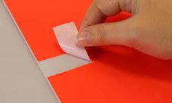 Bestellen Sie leuchtrote Etiketten für Büro und Office Management