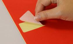 Bestellen Sie rote Etiketten für Büro und Office Management